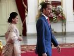 Tak Takut, Jokowi Sempatkan Sapa Warga di Depan Istana