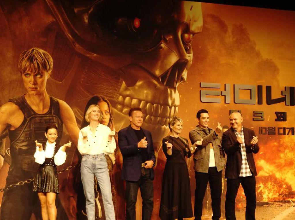 Empat tahun setelah Terminator: Genisys, cerita selanjutnya Terminator: Dark Fate dirilis. Film tersebut menggelar premiere di Asia, tepatnya di Seoul, Senin (21/10/2019). Foto: (Saras/detikcom)