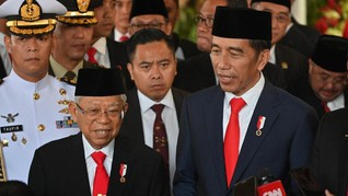 Pakai Jas dan Dasi, Ma'ruf Dipuji Jokowi 20 Tahun Lebih Muda