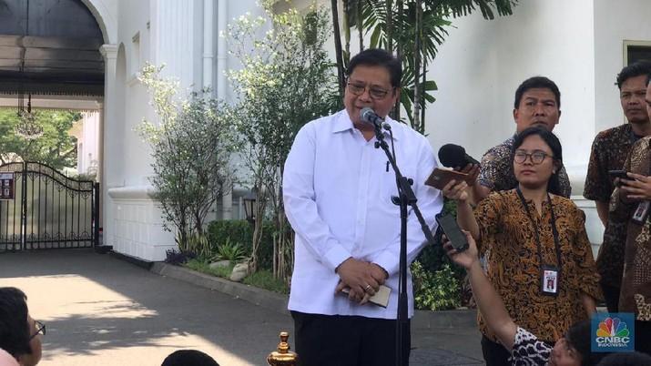 Ketua Umum Partai Golongan Karya (Golkar), Airlangga Hartarto menjadi Menteri Koordinator Bidang Perekonomian.