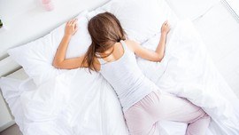 4 Risiko Bermain Ponsel Sebelum Tidur