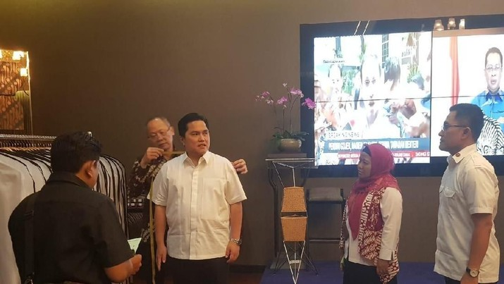 Seragam kemeja putih yang akan dipakai para calon menteri dipasok oleh toko jahit di kawasan Wahid Hasyim, Tanah Abang, Jakpus.