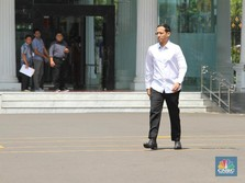 Berkemeja Putih, Nadiem Bertemu Jokowi di Istana Negara