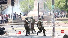 VIDEO: Bubarkan Pedemo, Polisi Chile Tembakkan Gas Air Mata
