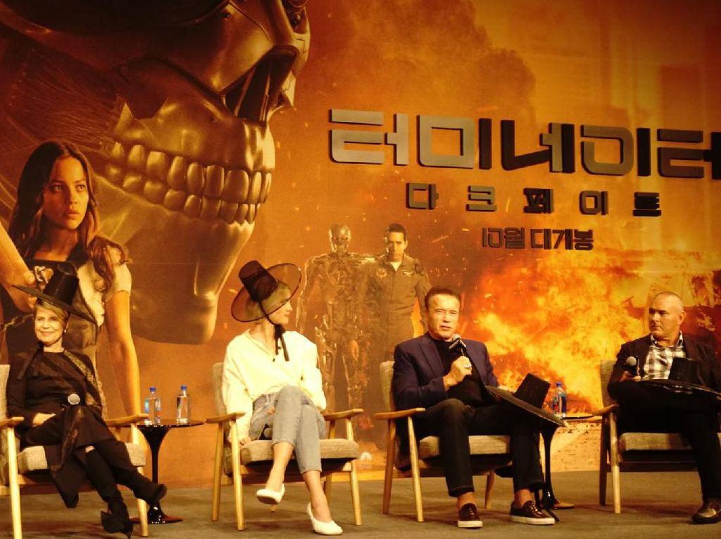 Arnold Schwarzenegger kembali dalam kisah film Terminator. Dirinya juga reuni dengan Linda Hamilton. Foto: Premiere Terminator: Dark Fate di Seoul (Saras/detikcom)