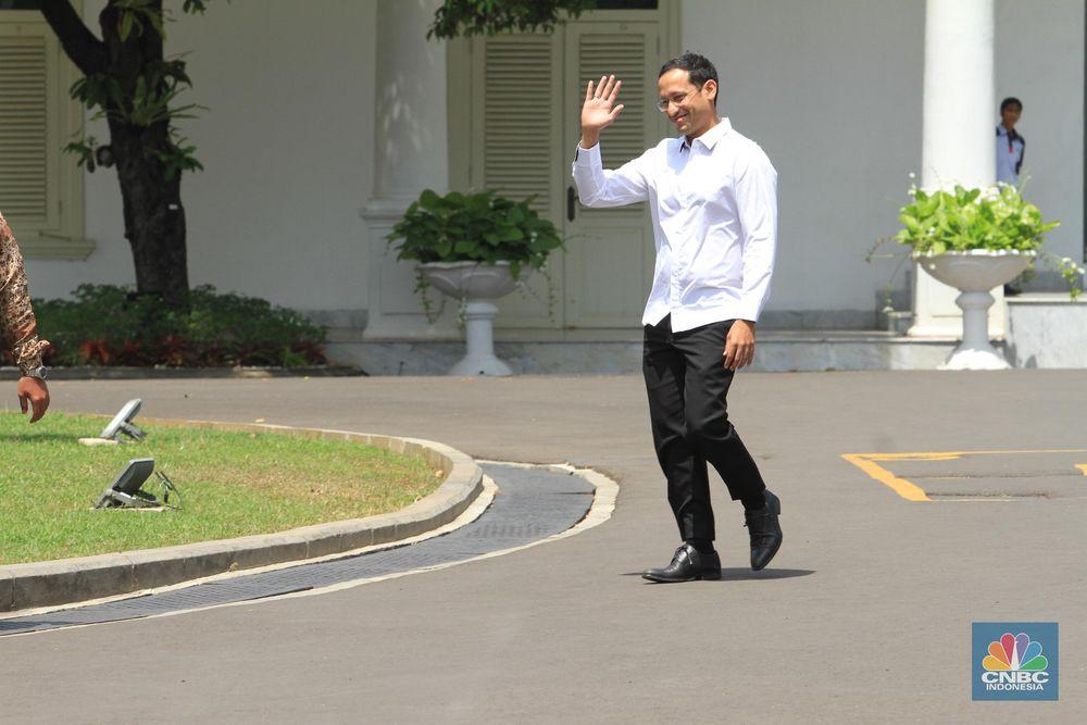 Rencananya pembantu presiden atau menteri akan diumumkan hari ini. Salah satu yang sudah hadir dengan menggunakan kemeja putih adalah Nadiem Makarim yang tiba di Istana Negara, Senin (21/10/2019). (CNBC Indonesia/Tri Susilo).