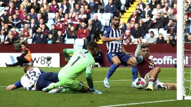Jack Grealish menuntaskan peluang untuk membawa Aston Villa mengimbangi Brighton & Hove Albion pada babak pertama. The Villans pada akhirnya menang 2-1 atas Brighton.(Nick Potts/PA via AP)