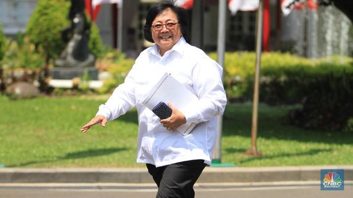 Siti Nurbaya Bakar, yang merupakan mantan Menteri Lingkungan Hidup dan Kehutanan memberikan pernyataan kepada media.