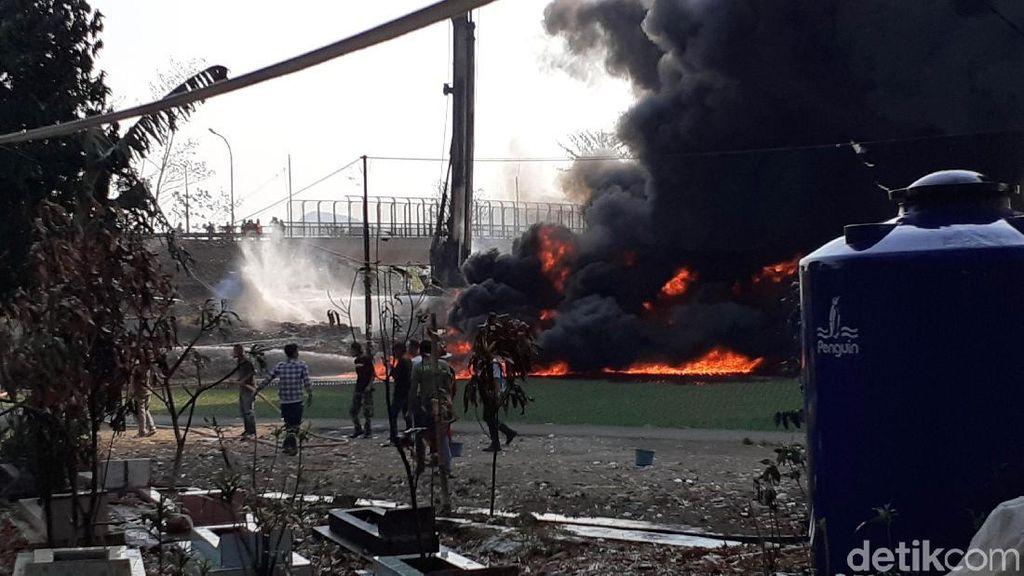 Kobaran Api Pipa Pertamina ke Tol Purbaleunyi, Kendaraan 'Terjebak'
