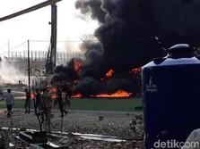 Habis Pipa Terbakar, Pertamina Bersihkan Sisa Tumpahan BBM