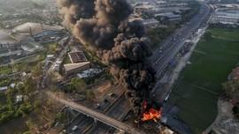 FOTO: Kebakaran Pipa Minyak Pertamina Tewaskan Operator