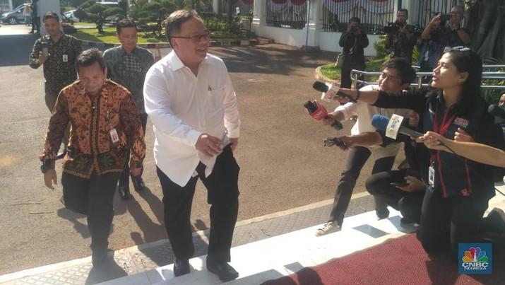 Mereka antara lain eks Menteri Agraria dan Tata Ruang/Kepala Badan Pertanahan Nasional Sofjan Djalil.