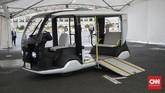 Access People Mover (APM) bisa mengangkut satu kursi roda. Kendaraan ini dirancang khusus untuk mendukung perhelatan Olimpiade dan Paralimpide Tokyo 2020.