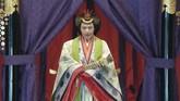 Pada malam hari, Kaisar Naruhito bersama sang istri, Permaisuri Masako, akan menggelar jamuan makan malam yang dihadiri para pejabat negara, anggota dewan, dan perwakilan lembaga penegak hukum serta negara asing. (Pool via AP)