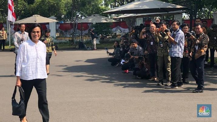 Sri Mulyani menjadi sosok yang pertama tiba di Istana Kepresidenan pada hari ini.