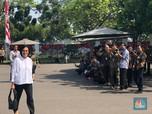 Pakai Baju Putih, Sri Mulyani Tiba di Istana Negara