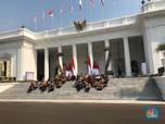 Duduk Bersila, Gaya Jokowi Kenalkan Kabinet Indonesia Maju