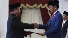 Didampingi Didit saat Pelantikan, Prabowo Jadi Incaran Selfie