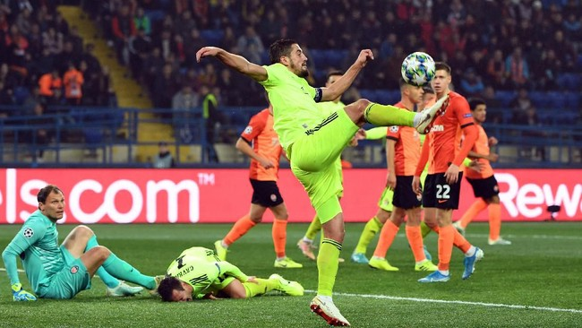 Pertandingan antara Shakhtar Donetsk dan Dinamo Zagreb yang berakhir dengan skor 2-2 merupakan satu-satunya laga pada hari pertama matchday ketiga Liga Champions yang berakhir imbang. (Photo by Sergei SUPINSKY / AFP)