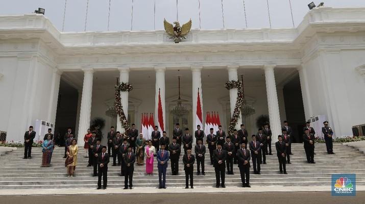 Setelah mengumumkan nama-nama menteri di awal pekan, Presiden Jokowi mengakhiri pekan ini dengan mengumumkan nama-nama Wakil Menteri.