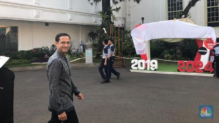 Berbatik Datang ke Istana, Begini Gaya Prabowo & Nadiem