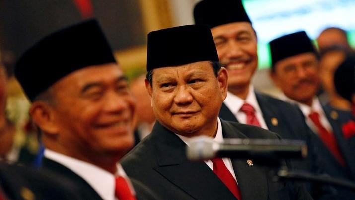 Menteri Pertahanan (Menhan) Prabowo Subianto baru saja dilantik sebagai anggota Kabinet Indonesia Maju 2019-2024, ia didampingi oleh putranya Didit Hediprasetyo
