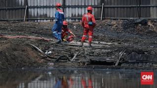 Petugas Sterilisasikan Lokasi Pipa Pertamina Terbakar Cimahi