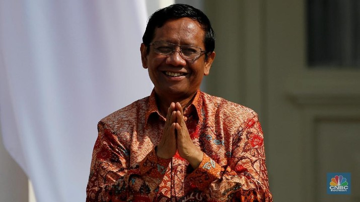 Mahfud MD, who was appointed as Indonesian Chief Security Minister, gestures during the announcement of the new cabinet at the Merdeka Palace in Jakarta, Indonesia, October 23, 2019. REUTERS/Willy Kurniawan