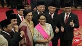 Presiden Joko Widodo mengumumkan susunan menteri yang akan membantunya menjalani roda pemerintahan di Istana Merdeka, Jakarta, Rabu (23/10). Dari 38 menteri di Kabinet Indonesia Maju, lima 'srikandi' dipilih Jokowi untuk menduduki kursi menteri. (CNN Indonesia/Adhi Wicaksono)