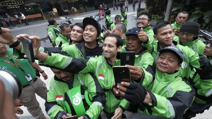 Mitra pengemudi online roda dua (R2) dan roda empat (R4) menyambut gembira terpilihnya founder Gojek, Nadiem Makarim, sebagai menteri Jokowi.