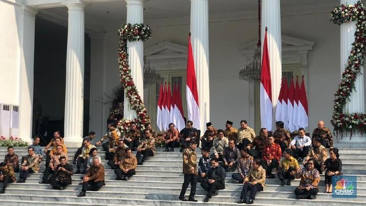 Pada kesempatan yang sama, Jokowi juga berpesan tujuh hal kepada para menteri.