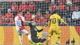 Gol ke gawang Slavia Praha merupakan gol pertama Lionel Messi di Liga Champions musim ini. (JOE KLAMAR/AFP)