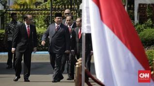 Usai Salat Jumat, Prabowo Naik Mobil Golf ke Kantor