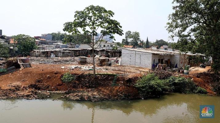 Melihat Pemandangan Rumah Permanen di Bantaran Kali Cipulir