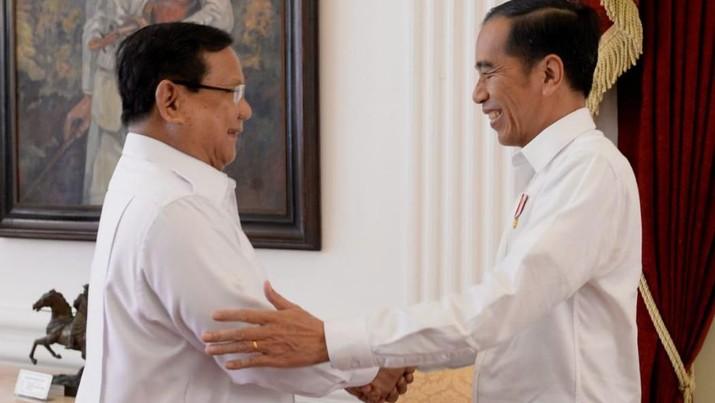Prabowo bukanlah orang baru dalam politik. Ia sebelumnya sempat menjadi oposisi dan lawan Jokowi-Ma'ruf Amin dalam Pilpres 2019.