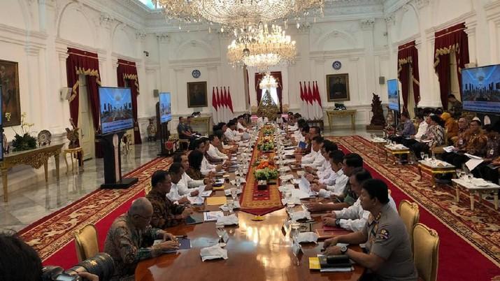 Presiden Joko Widodo (Jokowi) menggelar sidang kabinet paripurna perdana bersama jajaran Kabinet Indonesia Maju di Istana Merdeka