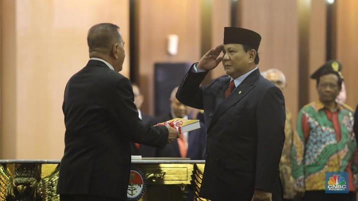 Salam Komando! Begini Gaya Prabowo & Ryamizard Saat Sertijab