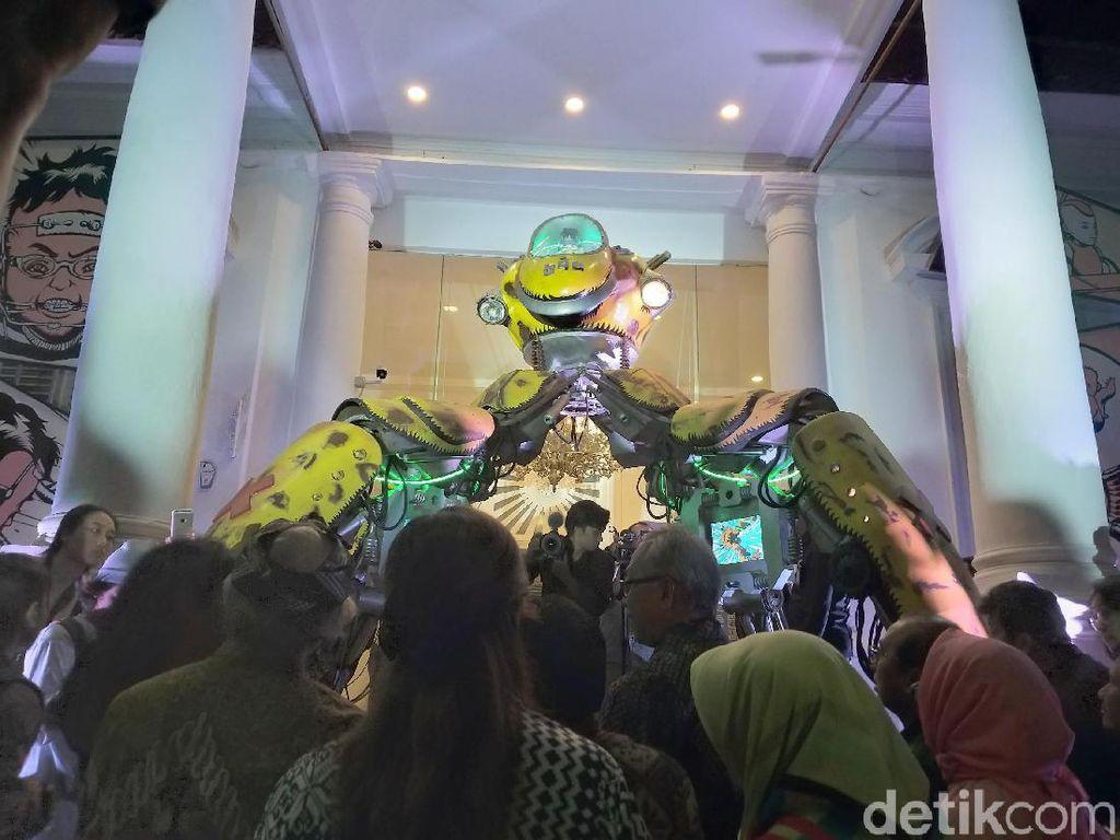 Robotnya terinspirasi dari karakter novel Getaran karya pelopor fiksi ilmiah Indonesia, Djoko Lelono. Unik banget kan? Foto: Tia Agnes/ detikHOT