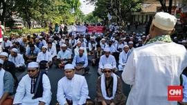 Massa Pro-Kontra Padati PN Surabaya Jelang Vonis Gus Nur
