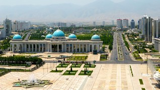 Yakin Nihil Corona, Warga Turkmenistan Gladi Resik Berdekatan