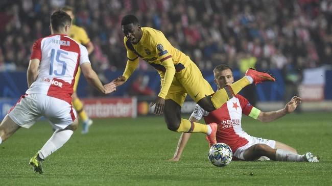 Permainan keras Slavia Praha membuat Barcelona kesulitan cetak gol. (Photo by Michal CIZEK / AFP)