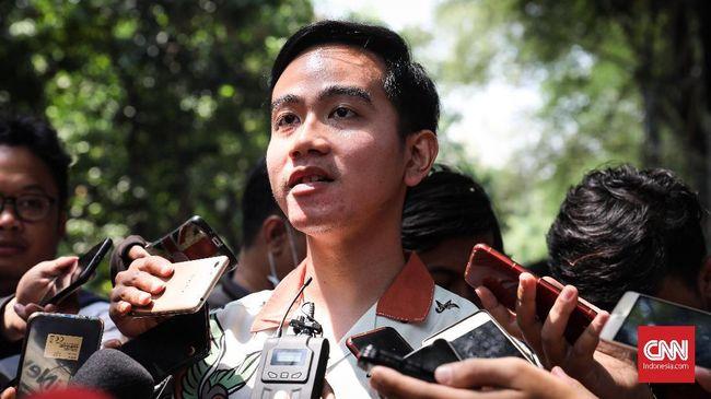 Gibran Satu Pesawat ke Jakarta dengan Pesaing di Pilkada Solo