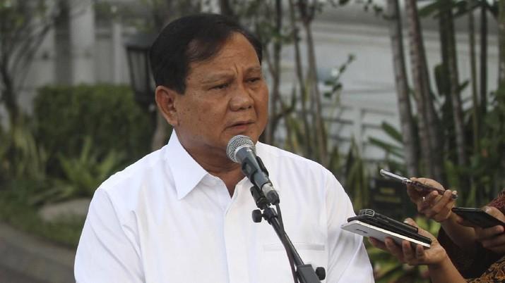 Menteri Pertahanan Prabowo Subianto belum juga menggunakan mobil dinasnya.