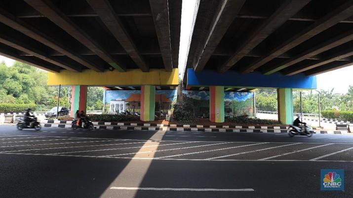 Proyek lukisan ini memakan anggaran Rp 35 juta dengan dua orang seniman lukis.