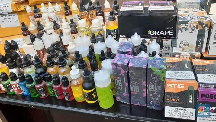 Direktorat Jenderal Bea dan Cukai mengungkap modus peredaran rokok elektronik ilegal. Rokok elektrik ilegal ini dijual di e-commerce Tokopedia dan Shoopee.
