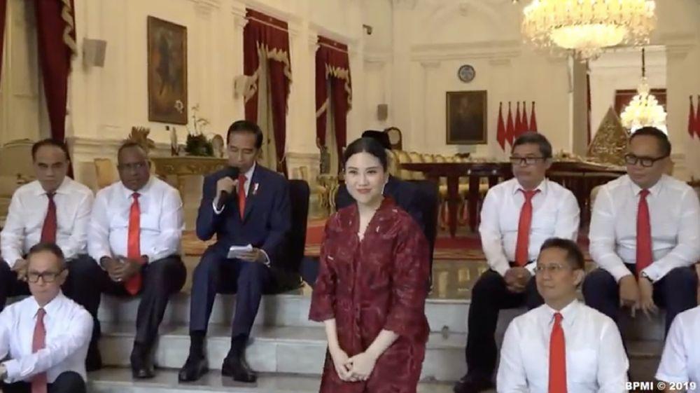 Angela Tanoesoedibjo ketika diperkenalkan presiden Jokowi di Istana Negara, Jakarta, (Jumat 25/10) (BPMI 2019)