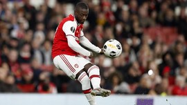 FOTO: Tendangan Bebas 'Ajaib' Pepe Bawa Arsenal Menang