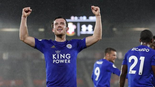 Ben Chilwell membuka kemenangan Leicester City atas Southampton. Chilwell memanfaatkan bola rebound dari tendangan Harvey Barnes yang diblok kiper Angus Gunn. (AP Photo/Alastair Grant)
