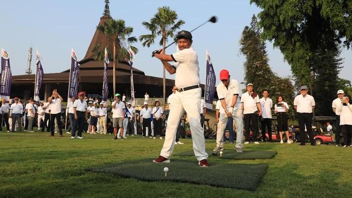 Menteri Komunikasi dan Informatika Johnny Plate berpartisipasi dalam CNBC Indonesia Golf Tournament 2019 di Pondok Indah Golf Course, Sabtu (26/10/2019).