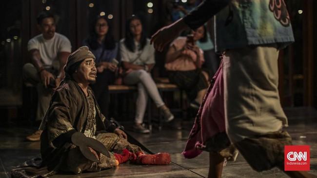 Kali ini, lakon yang dibawakan bertajuk Permata di Ujung Tanduk karya penyair Gunawan Maryanto. (CNN Indonesia/Bisma Septalisma)